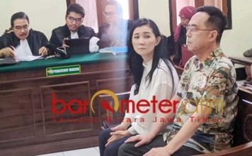SIDANG: Henry Gunawan dan Iuneke Anggraini jalani sidang di PN Surabaya.   Foto: Barometerjatim.com/ABDILAH HR