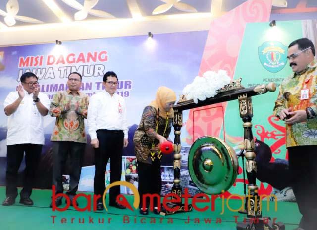 MISI DAGANG: Khofifah saat mmbuka misi dagang Jatim di Balikpapan, Kaltim, Rabu (4/12). | Foto: Barometerjatim.com/ROY HS