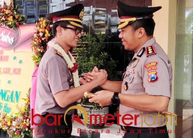 KAPOLRES LAMONGAN: AKBP Harun (kiri) gantikan AKBP Feby Hutagalung.   Foto: Barometerjatim.com/HAMI MANWAR
