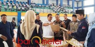 SELEKSI PPK: Ratusan orang mengikuti tes tulis seleksi PPK di Lamongan. | Foto: Barometerjatim.com/HAMIM ANWAR