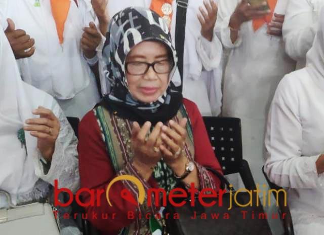 TANGGUH DAN TEGAR: Ibunda Jokowi, Sudjiatmi Notomiharjo sosok tangguh dan tegar. | Foto: Barometerjatim.com/DOK