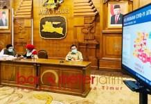 SEBARAN CORONA: Konferensi pers update Covid-19 yang digelar di Grahadi Surabaya. | Foto: Barometerjatim/ROY HS