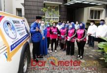 SEMBAKO: AHY lepas ribuan paket sembako dalam bakti sosial Yayasan Majelis Taklim (MT) Ani Yudhoyono. | Foto: Barometerjatim.com/IST
