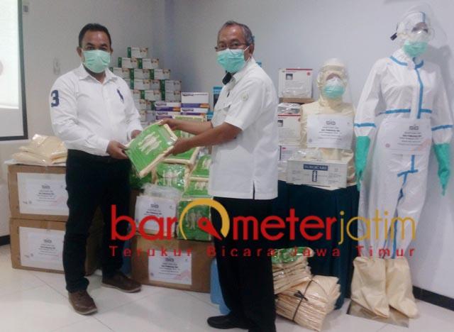 CEGAH CORONA: Bantuan APD dan Alkes Semen Indonesia Group kepada RS Semen Gresik. | Foto: Barometerjatim.com/DANI IQBAAL