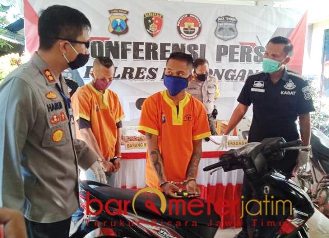 CURANMOR: Beraksi di masa Corona, Dua pencuri motor ditangkap Polres Lamongan. | Foto: Barometerjatim.com/HAMIM ANWAR