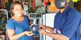 MASKER GRATIS: Wujud kepedulian, Mitra Fastpay bagi-bagi masker gratis di tengah pandemi Covid-19. | Foto: IST