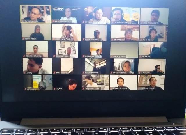 SEMINAR BAJA RINGAN: Ratusan arsitek dan masyarakat umum mengikuti webinar yang digelar DPP HAPI. | Foto: IST