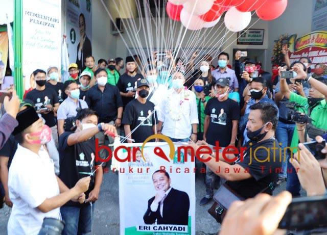 POSKO RAKYAT SURABAYA: Eri Cahyadi buka Posko Keluarga Besar Rakyat Surabaya (KBRS).   Foto: Barometerjatim.com/ROY