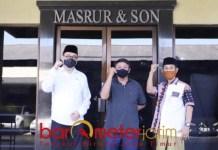 UNTUK SIDOARJO: (Dari kiri), Kelana Aprilianto, Haji Masnuh, dan KH Achmad Rofi'i. | Foto: Barometerjatim.com/ROY HS