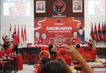INCAR 50 KURSI: Risma dan Adi Sutarwijono lecut semangat kader PDIP Surabaya dalam Rakercabsus. | Foto: Barometerjatim.com/ROY HS