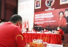 TAK DIREKOM: Whisnu Sakti Buana saat pengumuman rekomendasi PDIP untuk Pilwali Suranya. | Foto: Barometerjatim.com/ROY HS