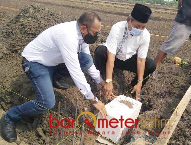 AQIRA RESIDENCE: Peletakan batu pertama pembangunan perumahan Aqira Residence di Gresik.   Foto: Barometerjatim.com/ROY HS