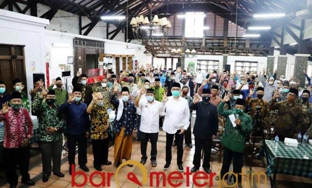 BERKELAS: Deklarasi Tim Bintang 9 mendukung Kelana Aprilianto-Dwi Astutik di Pilbup Sidoarjo. | Foto: Barometerjatim.com/ROY HS