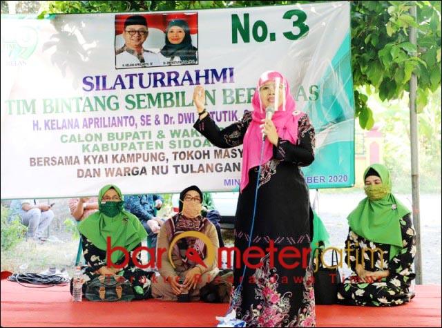DUKUNGAN MENGALIR: Dwi Astutik, dapat dukungan dari kalangan NU Tulangan, Sidoarjo. | Foto: Barometerjatim.com/ROY HS