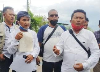 SENGKETA TANAH: Arif Syaifuddin alias Ipong bersama tim kuasa hukumnya saat mengecek keberadaan tanahnya. | Foto: IST