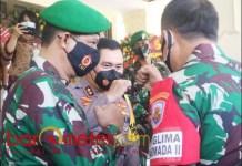 PENJAGA JATIM: (Dari kiri) Mayjen TNI Suharyanto, Irjen Pol Fadil Imran dan Laksda TNI ING Sudihartawan. | Foto: Barometerjatim.com/ROY HS