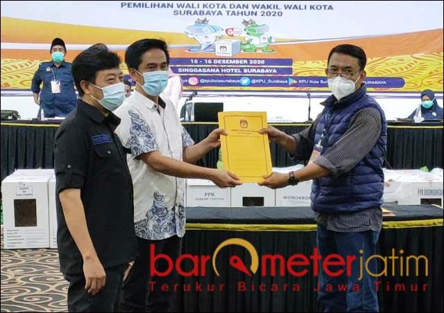 PILWALI SURABAYA: Pleno rekapitulasi dan penetapan KPU Surabaya, Eri Cahyadi-Armuji pemenang Pilwali 2020. | Foto: Barometerjatim.com/ROY HS