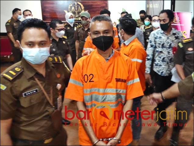 KREDIT MACET: Salah seorang tersangka kredit macet Bank Jatim Cabang Kepanjen, Malang. | Foto: Barometerjatim/ABDILLAH HR
