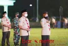 PERSEMI: Khofifah saat membuka Perkemahan Sehat Era Pandemi di Jember, Sabtu (27/03/2021) malam. | Foto: Barometerjatim.com/ROY HS