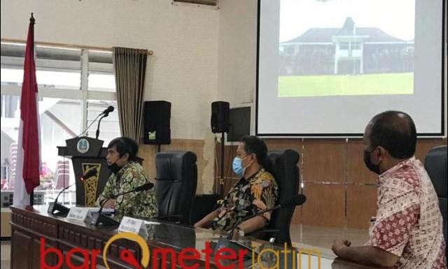 GERAK CEPAT: Komisi C DPRD Jatim saat menelusuri aset Pemprov Jatim di Bakorwil Malang.   Foto: Barometerjatim.com/ROY HS