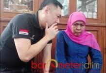 BARA JP BELA KHOFIFAH: Gianto Wijaya berbisik kepada Khofifah dalam satu kesempatan. | Foto: Barometerjatim.com/ROY HS/DOK