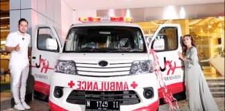 AKSI SOSIAL: Juragan 99 beri bantuan ambulan gratis untuk warga yang kurang mampu.   Foto: Barometerjatim.com/IST