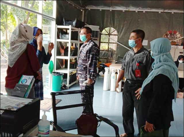 SIAP SIAGA: Kesiapan dokter, perawat, dan relawan RSLKI dalam tangani pekerja migran yang positif Covid-19.   Foto: Barometerjatim.com/IST
