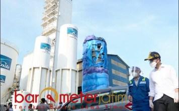 PABRIK PEMASOK GAS INDUSTRI: Wagub Emil tinjau pabrik pemasok gas industri, PT Linde Indonesia di Gresik. | Foto: Barometerjatim.com/IST