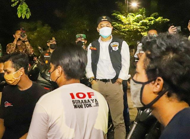 SIDAK PPKM DARURAT: Wali Kota Eri Cahyadi, sidak pelaksanaan PPKM Darurat hingga larut malam. | Grafis: Barometerjatim.com/IST
