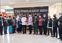 PERKUAT SINERGI: Pimpinan DPRD Kota Surabaya menerima kunjungan dari FKUB. | Foto: Barometerjatim.com/IST