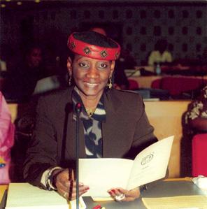 La sociologue Aoua Bocar Ly lors de la Conférence internationale «Tolérance zéro aux mutilations génitales féminines», au siège des Nations unies à Addis Abeba, en 2003.