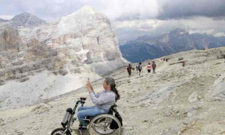 Mit Rollstuhlzuggerät auf dem Lagazuoi