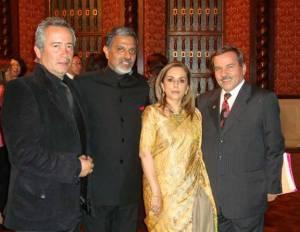 Alfonso Álvarez, creador de la imagen del Festival, el embajador de India Deepak Bohjwani y esposa, y  Henry Laguado director del Festival