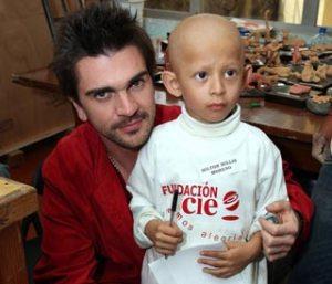Juanes y niño con cáncer