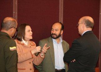 Clara López y analistas