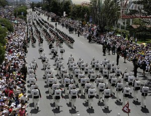 Desfile militar del 20 de julio en conmemoración del Bicentenario