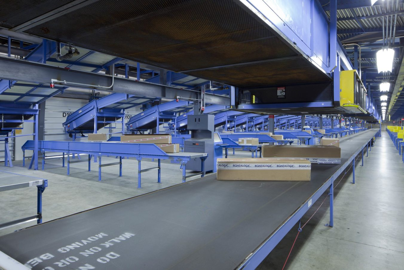 FedEx-Chicago_Interior-Conveyor-Load-Bays