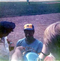 That's Hank Aaron signing for fans at Tiger Stadium, July 4, 1975. By Xnatedawgx (Own work) [CC BY-SA 3.0 (http://creativecommons.org/licenses/by-sa/3.0) or GFDL (http://www.gnu.org/copyleft/fdl.html)], via Wikimedia Commons
