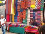 Kleurige kramen in Chichicastenango