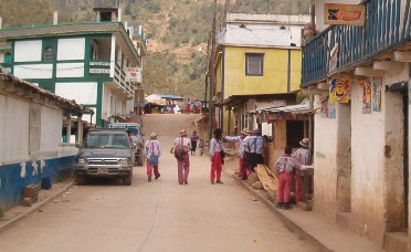 Mannen van Todos Santos in traditionele kleding