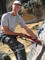 Eelco stoer aan het klimmen, op 40 cm hoogte