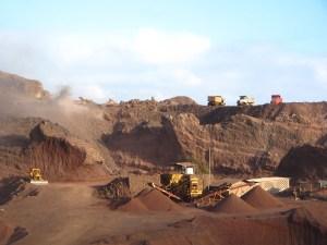 IMG_1117_En_voor_bouwmateriaal_wordt_een_berg_afgegraven