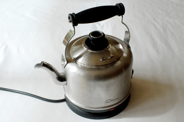 Plastic-free stainless steel kettle - non-plastic - Basics of Happy - www.basicsofhappy.com