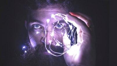 Mann, Lichterkette, Erleuchtung, Gehirn