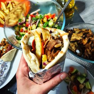 Jackfruit Gyros with Vegan Tzatziki (Ve)