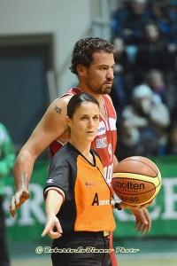 Cristina Luca durante una partita di DNC (alle sue spalle Matteo Gottini, foto R. Lo Bianco)