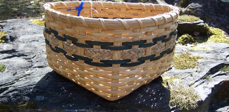 Tricorner Basket
