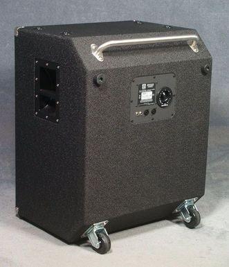 Fotografie zadní strany basového reproboxu Ampeg SVT-410HLF