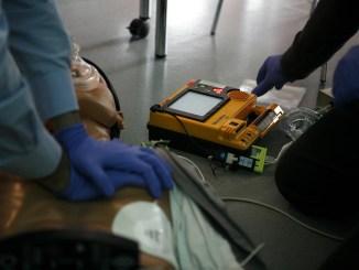 Donato alla scuola di Costano un defibrillatore Associazione Enalcaccia