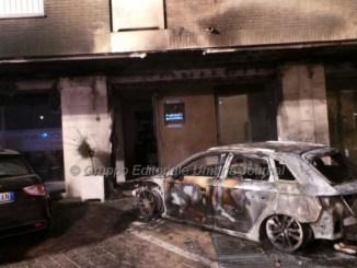 Auto in fiamme a Bastia, nessuna ipotesi esclusa